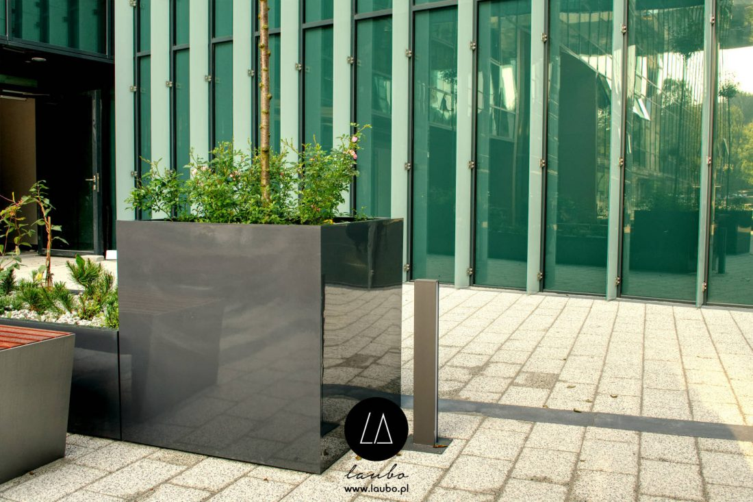 Square outdoor plant pot Fibra Cube